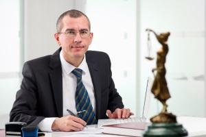 Gemeinsam mit einem Anwalt können Sie für eine gefährliche Körperverletzung Schmerzensgeld einklagen.