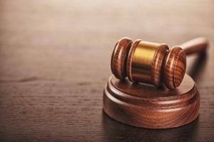 Im juristischen Gebiet gibt es drei Schweregrade, die das Schmerzensgeld nach einem Schleudertrauma beeinflussen.
