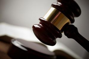 Die konkrete Höhe vom Schmerzensgeld nach einem Unfall liegt im Ermessen der Richter.