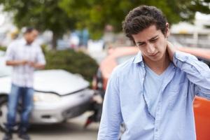 Eine HWS-Zerrung kann Schmerzensgeld verursachen, wenn sie Folge eines fremdverschuldeten Auffahrunfalls ist.