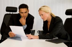 Schadensersatz wird in der Regel von der gegnerischen Versicherung gezahlt, die zunächst den Fall eingehend prüft.