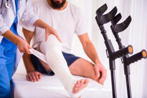 Gibt es Schmerzensgeld bei einem Beinbruch?