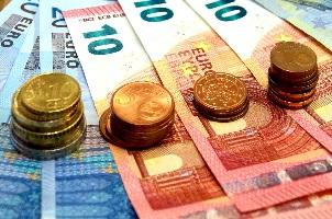 Schmerzensgeld nach einer Gehirnerschütterung wird entweder einmalig oder in Form einer monatlichen Rente gezahlt.
