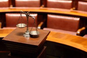 Idealerweise wird Schmerzensgeld für die Misshandlung Schutzbefohlener im Adhäsionsverfahren geltend gemacht.