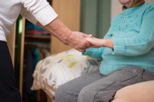 Wer muss Schmerzensgeld wegen Misshandlung Schutzbefohlener zahlen? Z. B. entsprechend straffällig gewordene Pfleger.