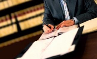 Beantragen Sie Schmerzensgeld für ein Schleudertrauma mit einem Anwalt.