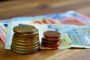 Die Summe vom Schmerzensgeld einer Rippenprellung wird individuell festgelegt.