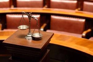Laut Zivilrecht kann nach einem Unfall Schmerzensgeld für einen Tinnitus eingefordert werden.