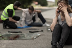 Bei einem Verkehrsunfall kann Schmerzensgeld durch die Unfallversicherung ebenso in Frage kommen wie durch die Haftpflicht des Unfallverursachers.