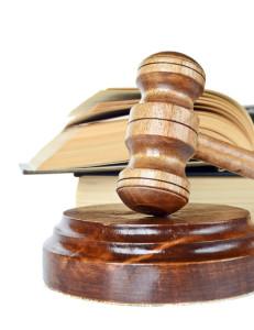Unabhängig von der schadensauslösenden Straftat ist ein Zivilgericht Anlaufstelle, um Schmerzensgeld zu beantragen.